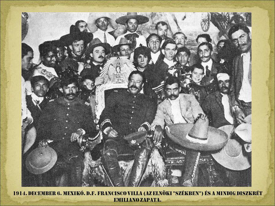 1909. január. Mexikó.D.F. A Szépmüvészeti Palota építése. Nézd meg a reklámokat a palota elött.