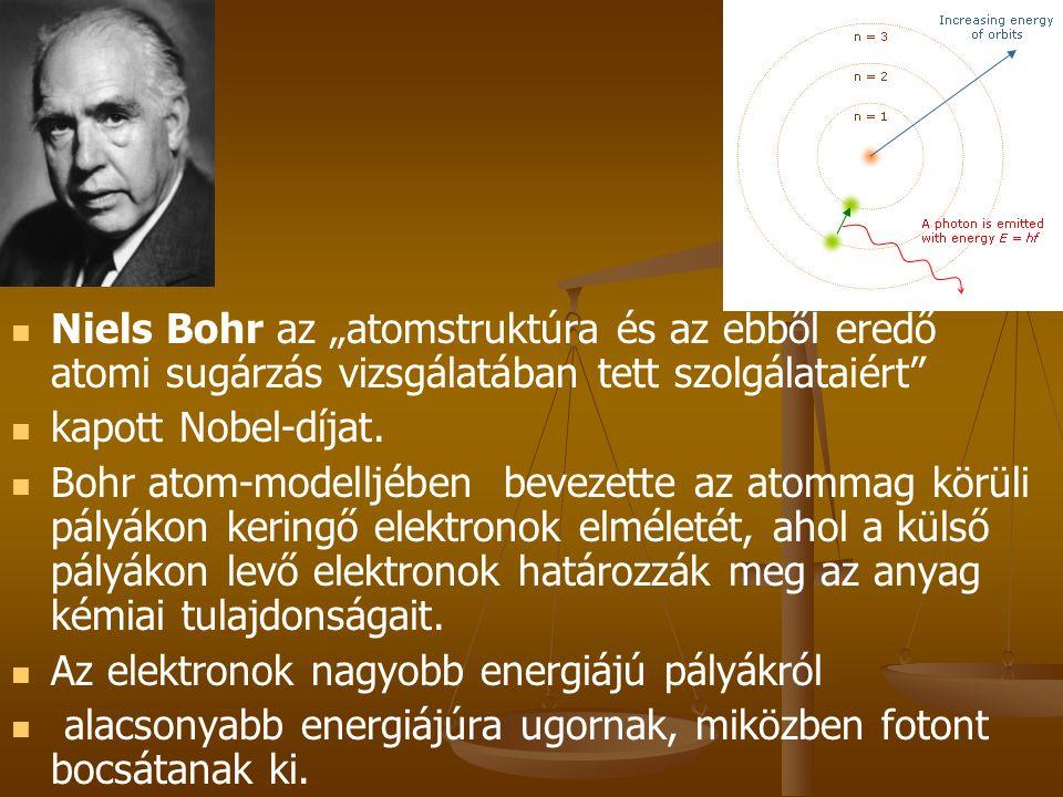 """  Niels Bohr az """"atomstruktúra és az ebből eredő atomi sugárzás vizsgálatában tett szolgálataiért""""   kapott Nobel-díjat.   Bohr atom-modelljében"""