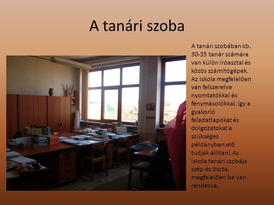 A Széchenyi dombormű és a márványtábla Az iskola első emeletén található iskolánk névadójáról egy dombormű.