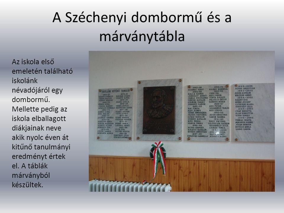 A Széchenyi dombormű és a márványtábla Az iskola első emeletén található iskolánk névadójáról egy dombormű. Mellette pedig az iskola elballagott diákj