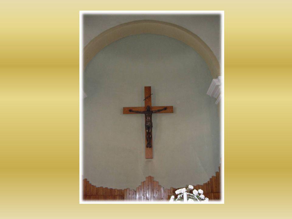 Szembe miséző oltár.
