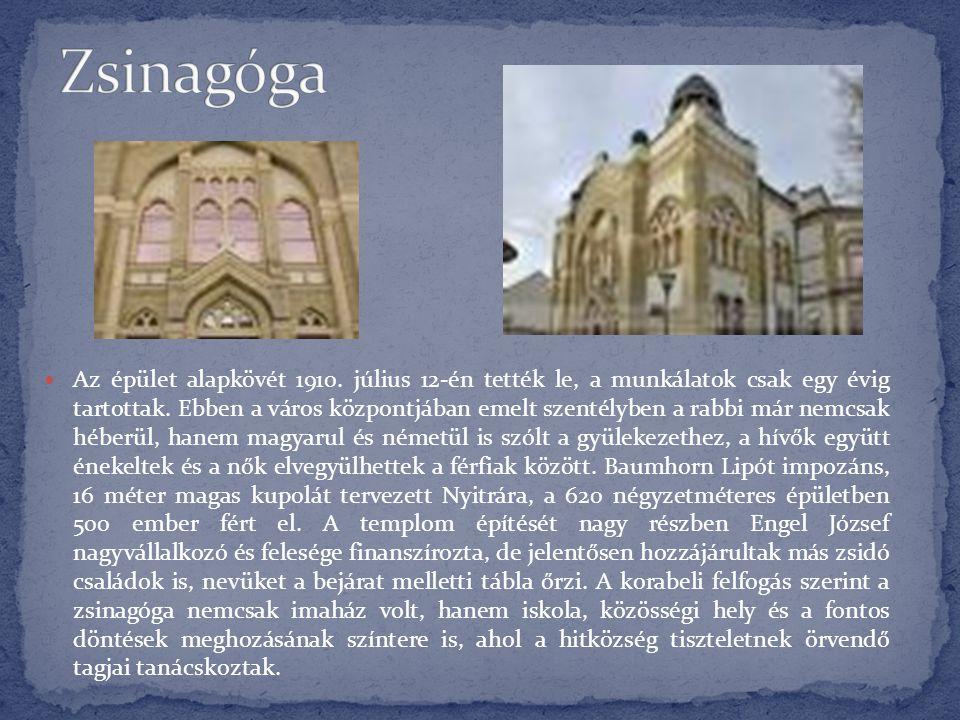  Az épület alapkövét 1910. július 12-én tették le, a munkálatok csak egy évig tartottak. Ebben a város központjában emelt szentélyben a rabbi már nem