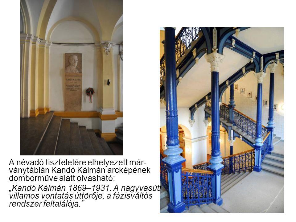 """A névadó tiszteletére elhelyezett már- ványtáblán Kandó Kálmán arcképének domborműve alatt olvasható: """"Kandó Kálmán 1869–1931. A nagyvasúti villamos v"""