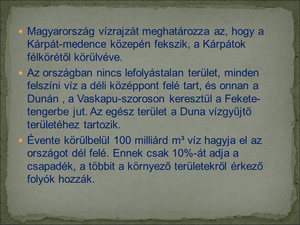 Magyarország vízrajzát meghatározza az, hogy a Kárpát-medence közepén fekszik, a Kárpátok félkörétől körülvéve.  Az országban nincs lefolyástalan t