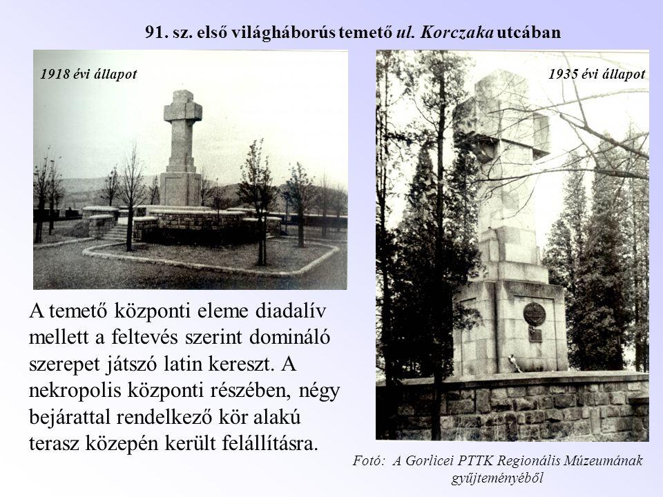 1935 évi állapot1918 évi állapot A temető központi eleme diadalív mellett a feltevés szerint domináló szerepet játszó latin kereszt. A nekropolis közp