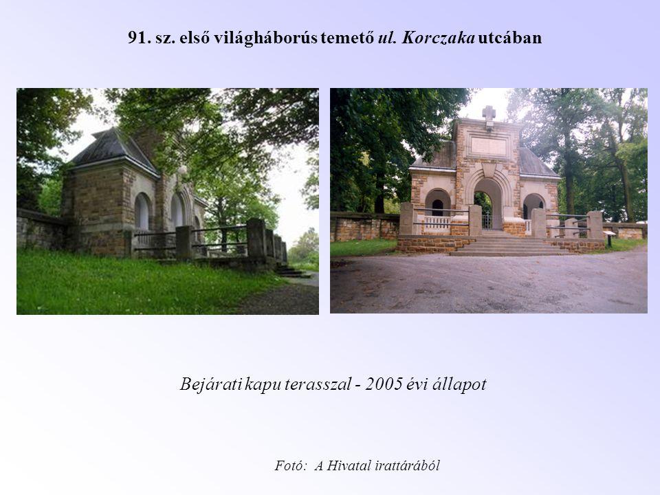 91. sz. első világháborús temető ul. Korczaka utcában Bejárati kapu terasszal - 2005 évi állapot Fotó: A Hivatal irattárából