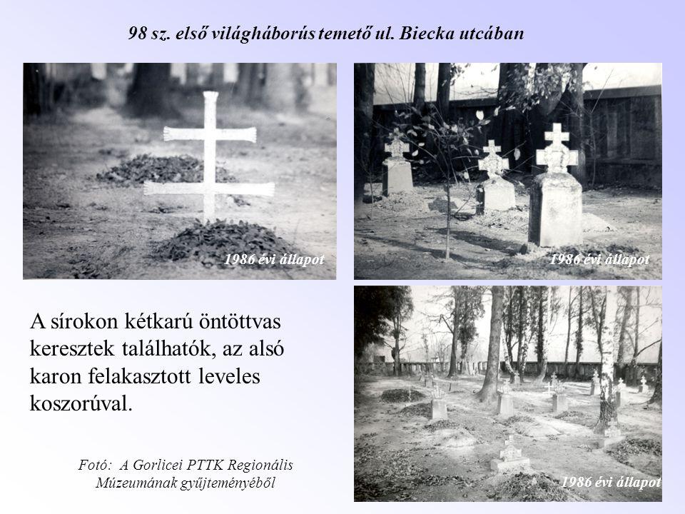 A sírokon kétkarú öntöttvas keresztek találhatók, az alsó karon felakasztott leveles koszorúval. 98 sz. első világháborús temető ul. Biecka utcában 19