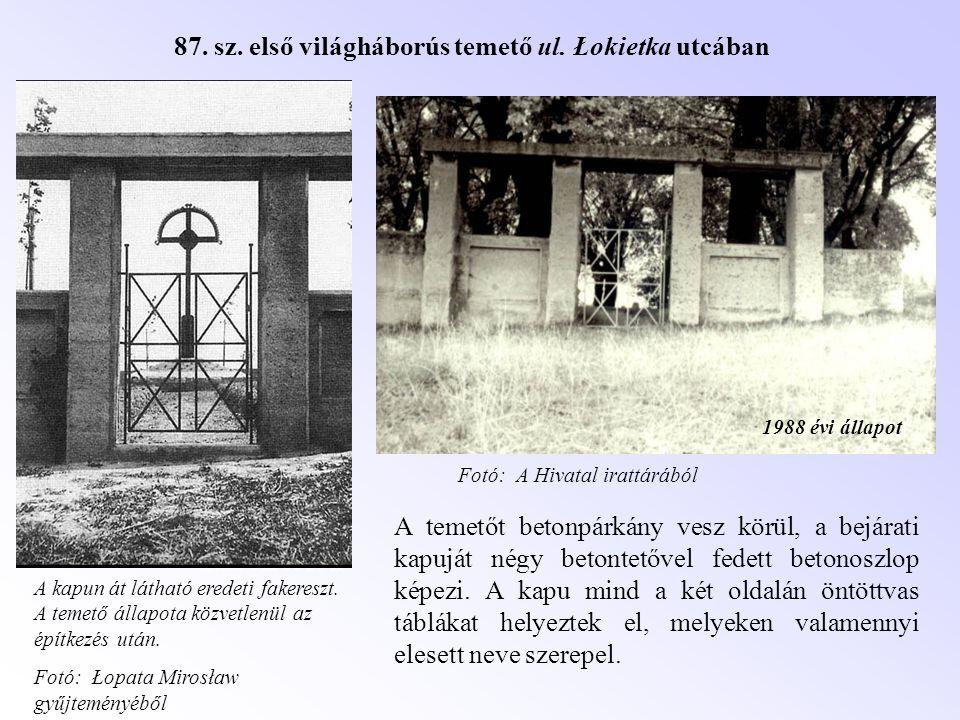 1988 évi állapot A temetőt betonpárkány vesz körül, a bejárati kapuját négy betontetővel fedett betonoszlop képezi. A kapu mind a két oldalán öntöttva