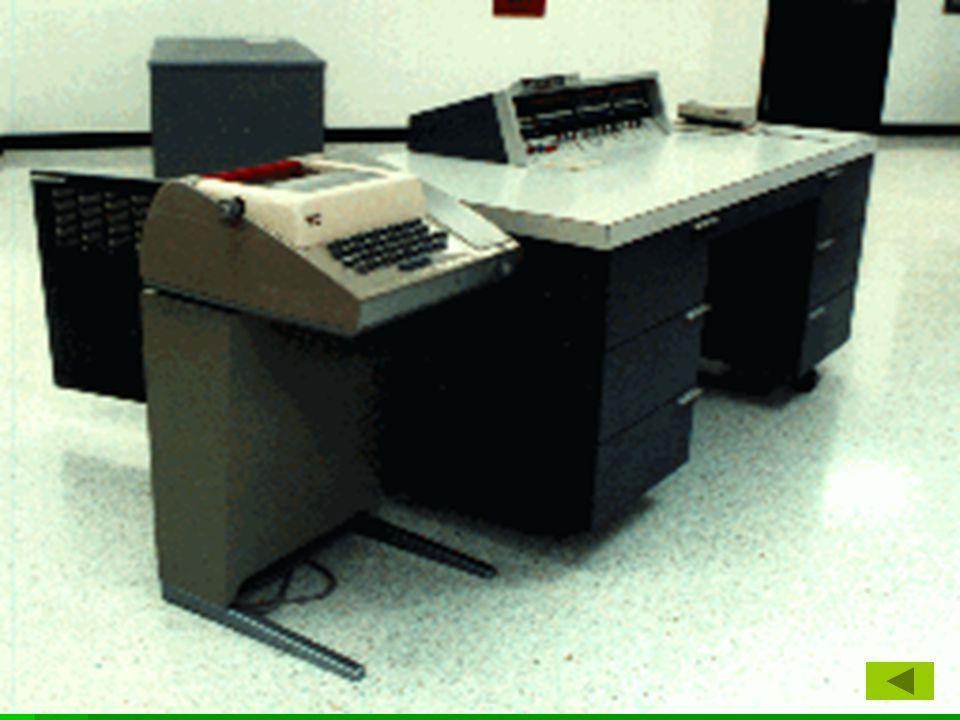 Harmadik generáció  Integrált áramkörök (IC) 1958  félvezetőkből készült memóriák  moduláris gépfelépítés  többfeladatos üzemmód megjelenése  operációs rendszerek alkalmazása  Basic, Pascal, C megjelenése Generációk