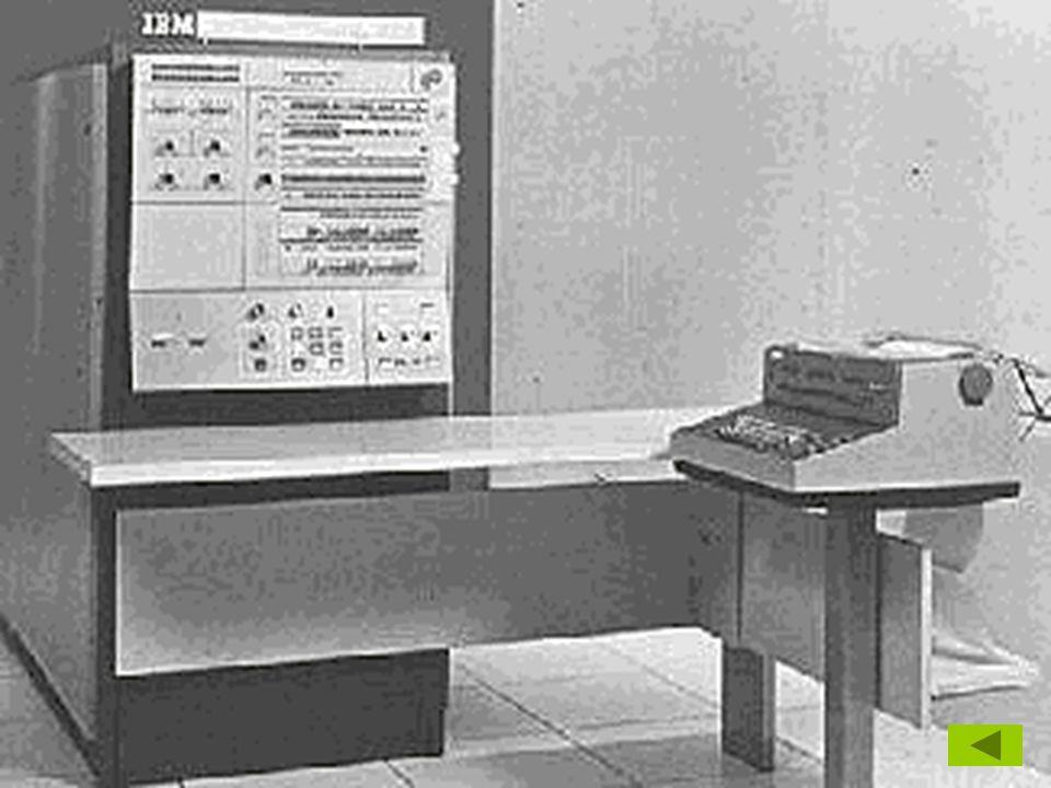 Negyedik generáció  nagy integráltságú áramkörök (LSI)  mikroprocesszorok mikroprocesszorok  IBM PC (1981)  többprocesszoros számítógépek  számítógép-hálózatok Generációk