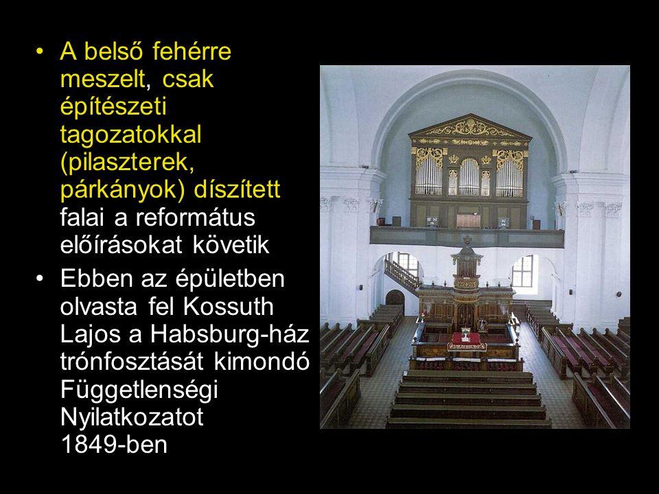 •A belső fehérre meszelt, csak építészeti tagozatokkal (pilaszterek, párkányok) díszített falai a református előírásokat követik •Ebben az épületben o
