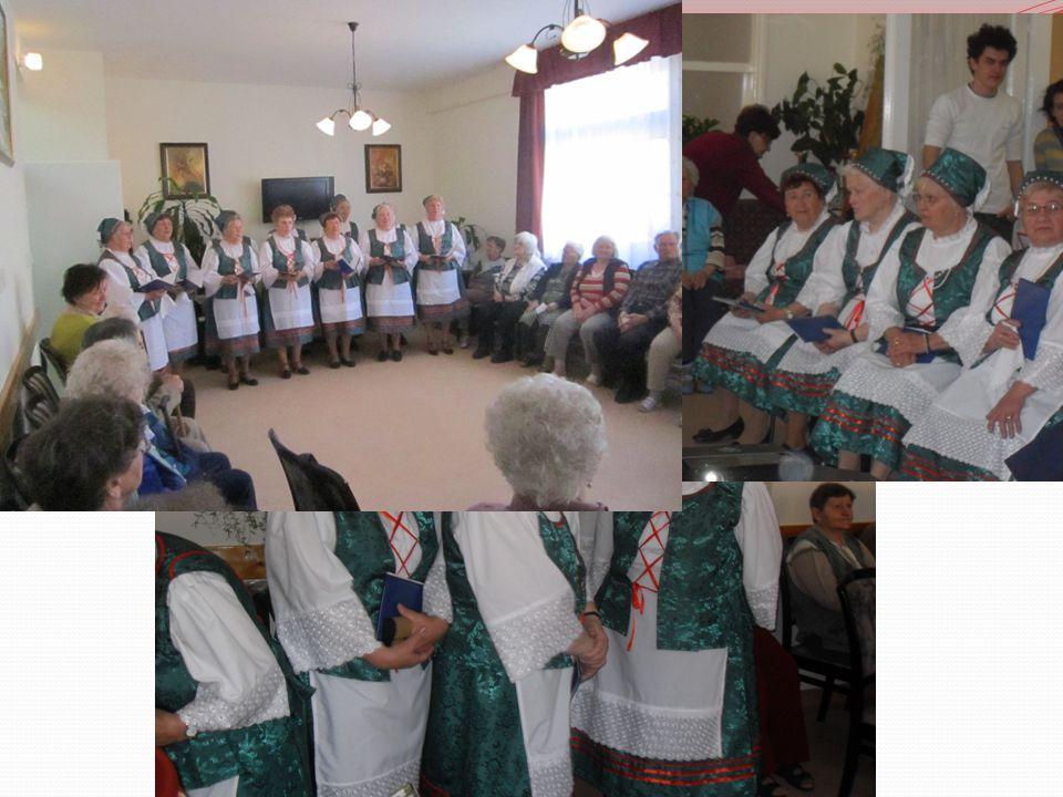 Újszilvási Rozmaring Nyugdíjas Klub zenés-táncos fellépése