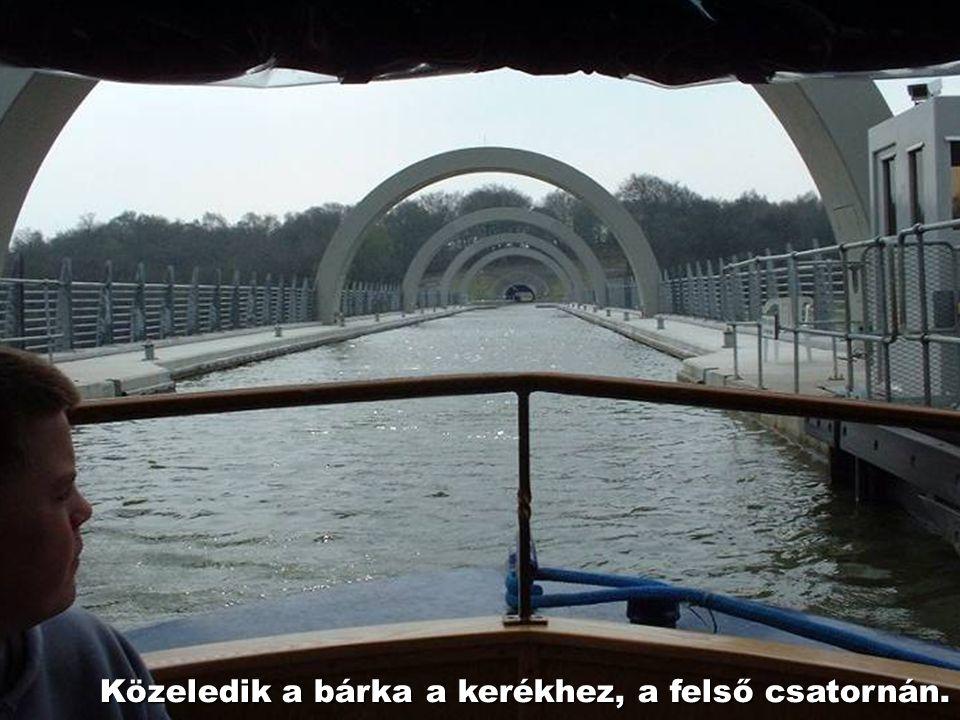 Behajózás az alsó csatornán.