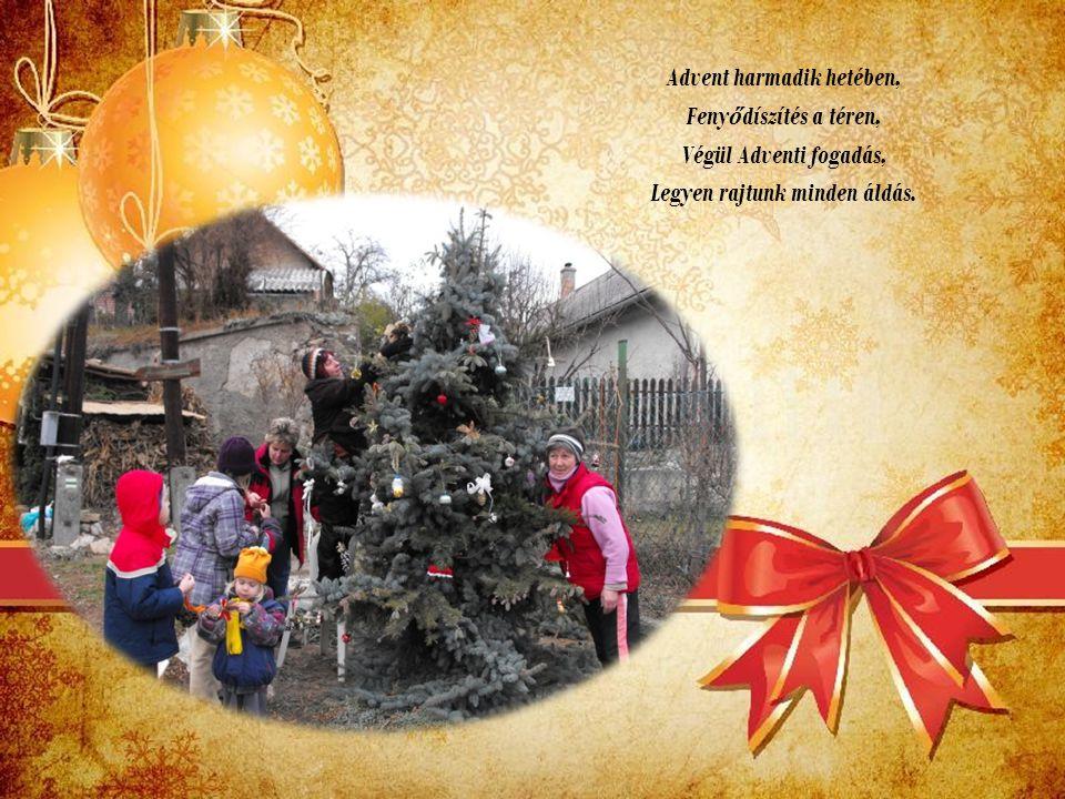 Advent harmadik hetében, Feny ő díszítés a téren, Végül Adventi fogadás, Legyen rajtunk minden áldás.