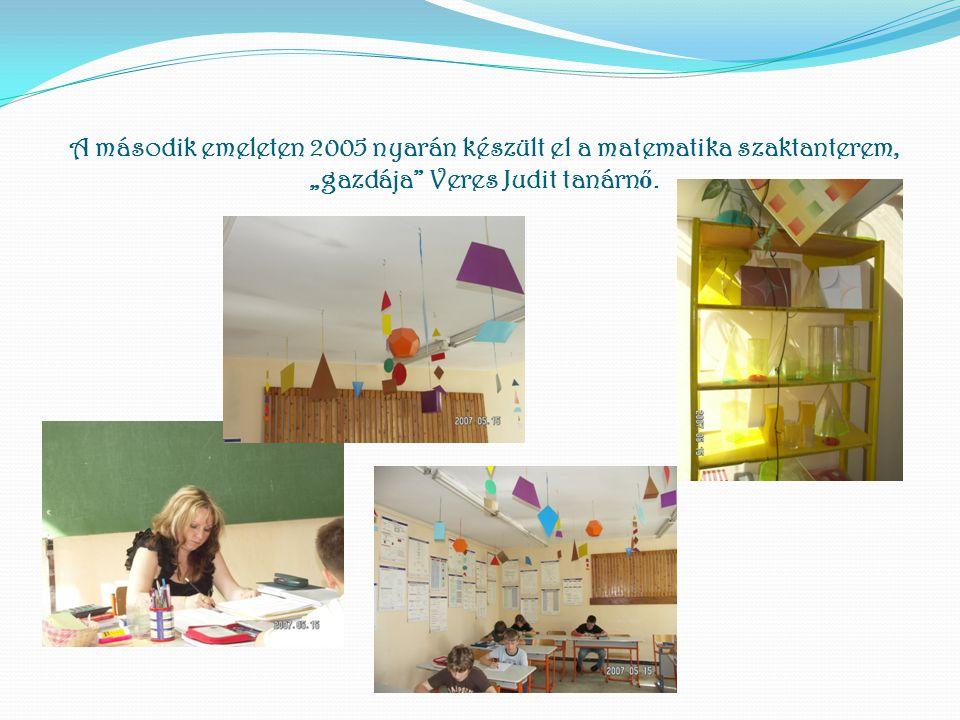 """A második emeleten 2005 nyarán készült el a matematika szaktanterem, """"gazdája"""" Veres Judit tanárn ő."""