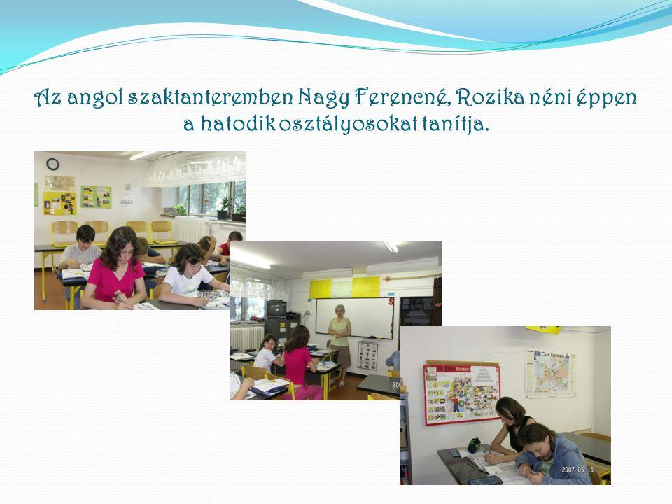 Az angol szaktanteremben Nagy Ferencné, Rozika néni éppen a hatodik osztályosokat tanítja.