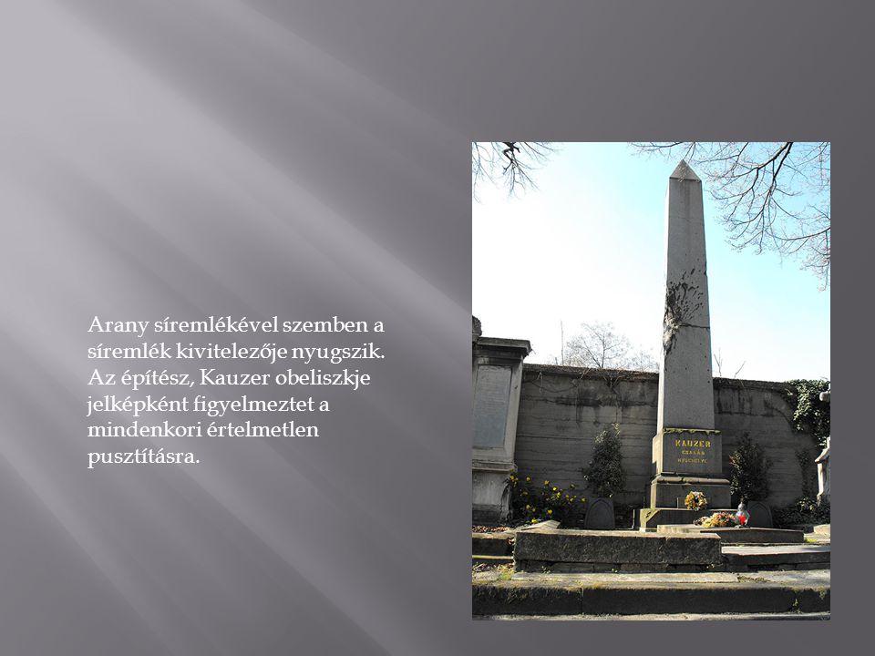 Arany síremlékével szemben a síremlék kivitelezője nyugszik.
