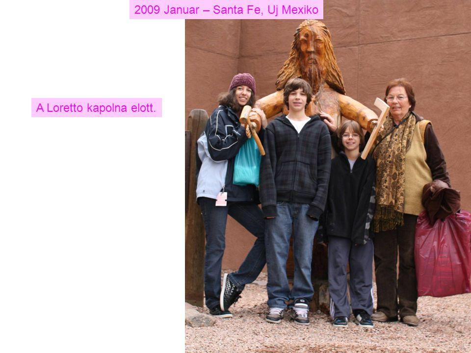 2009 Januar – Santa Fe, Uj Mexiko A Loretto kapolna elott.