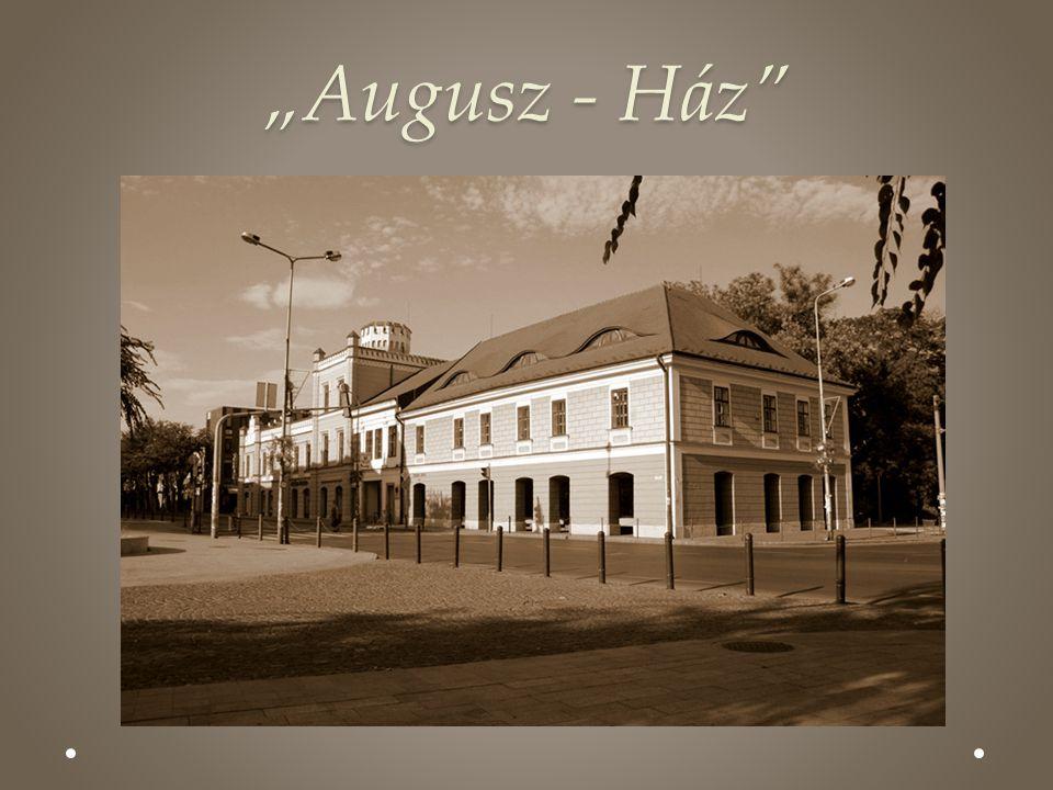 """Augusz - Ház"""