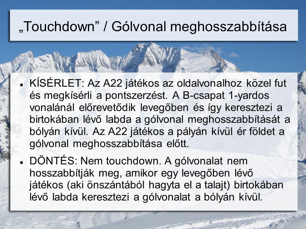 """""""Touchdown / Gólvonal meghosszabbítása  KÍSÉRLET: Az A22 játékos az oldalvonalhoz közel fut és megkísérli a pontszerzést."""