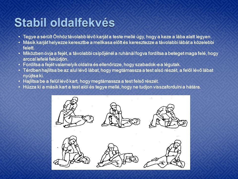 •Tegye a sérült Önhöz távolabb lévő karját a teste mellé úgy, hogy a keze a lába alatt legyen. •Másik karját helyezze keresztbe a mellkasa előtt és ke
