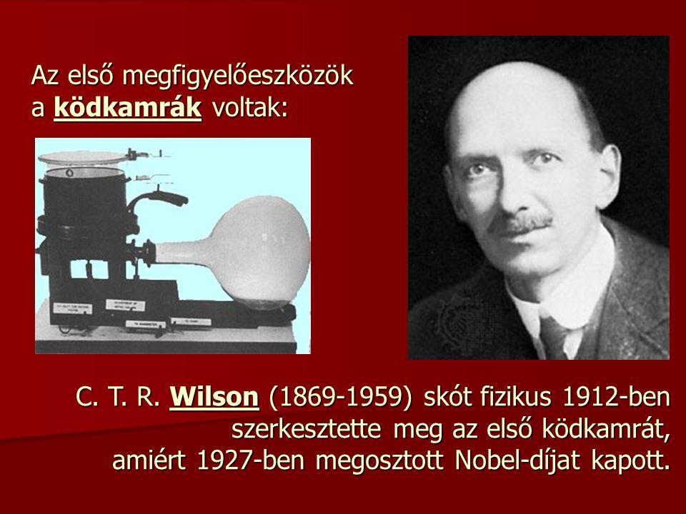 Az első megfigyelőeszközök a ködkamrák voltak: C. T. R. Wilson (1869-1959) skót fizikus 1912-ben szerkesztette meg az első ködkamrát, amiért 1927-ben