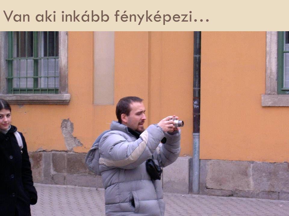 Van aki inkább fényképezi…