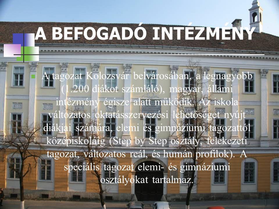 A BEFOGADÓ INTÉZMÉNY AA tagozat Kolozsvár belvárosában, a legnagyobb (1.200 diákot számláló), magyar, állami intézmény égisze alatt működik.