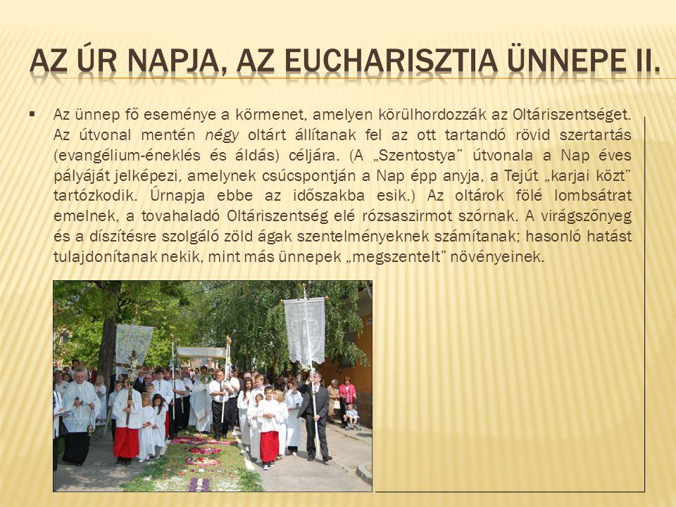  Az ünnep fő eseménye a körmenet, amelyen körülhordozzák az Oltáriszentséget. Az útvonal mentén négy oltárt állítanak fel az ott tartandó rövid szert