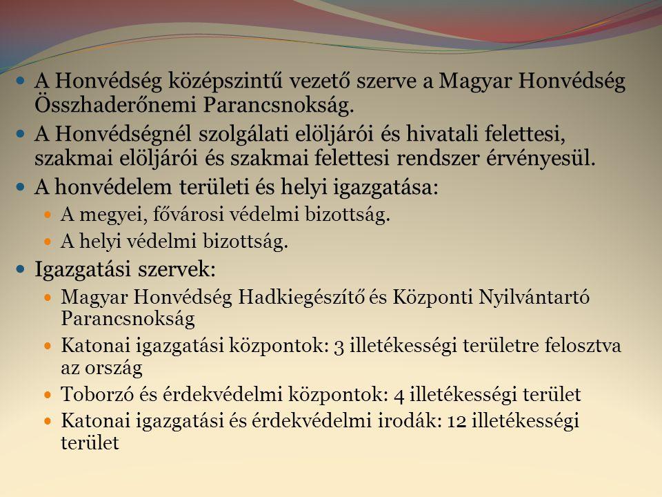 A Honvédség középszintű vezető szerve a Magyar Honvédség Összhaderőnemi Parancsnokság.  A Honvédségnél szolgálati elöljárói és hivatali felettesi,