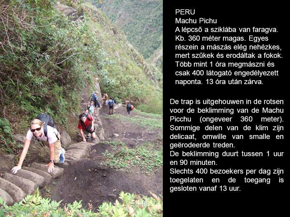 De trap is uitgehouwen in de rotsen voor de beklimming van de Machu Picchu (ongeveer 360 meter).