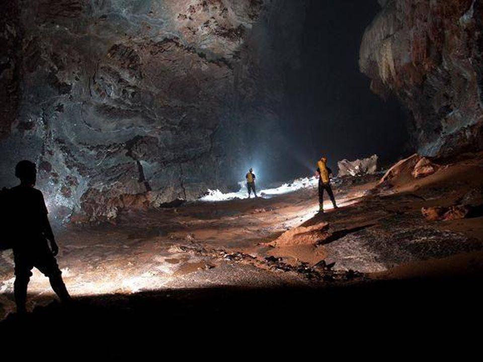 A Hang Son Doong barlangot, a Phong Nha-Ke Vietnami Nemzeti Parkban, Ho-Khanh 1991-ben fedezte fel. Ez 2009-ig teljesen ismeretlen volt a nyilvánosság