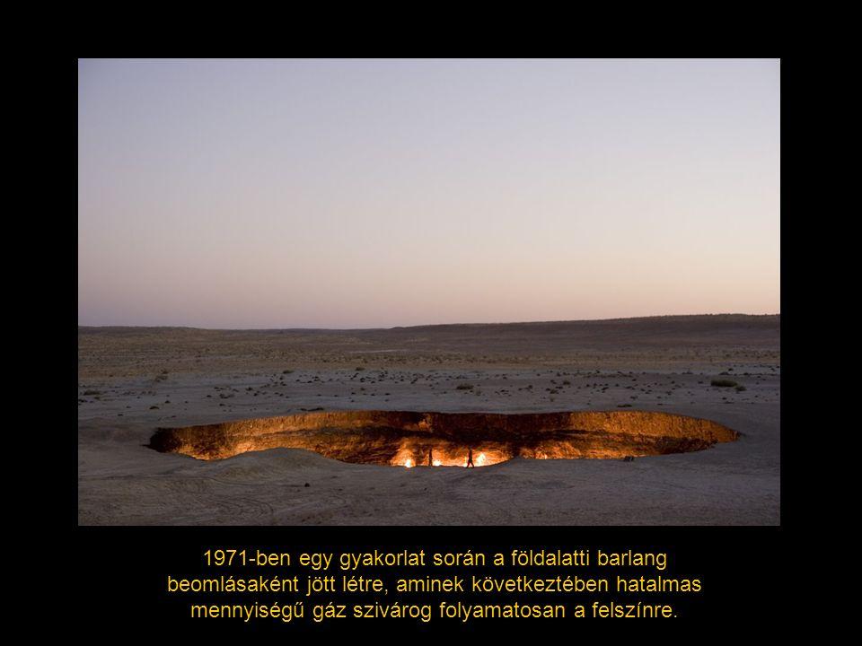 1971-ben egy gyakorlat során a földalatti barlang beomlásaként jött létre, aminek következtében hatalmas mennyiségű gáz szivárog folyamatosan a felszí