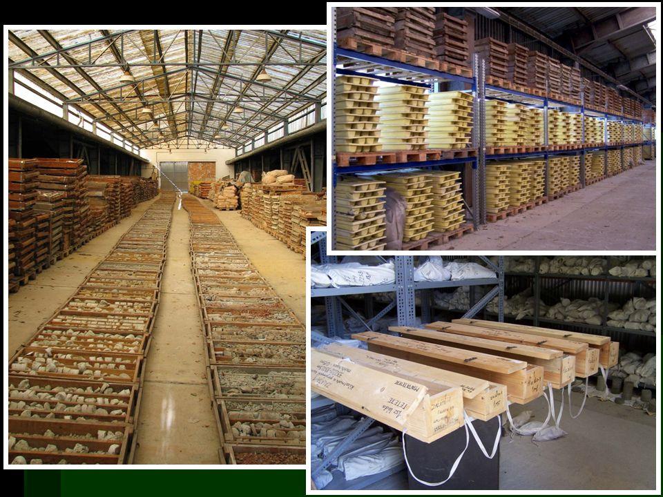  Adathordozó / tartalom  Papír (+mikrofilm)  Fúrásdokumentáció  Jelentés  Elektronikus  Geofizikai mérési adat  Kőzet  Magminta  Dokumentációs minta