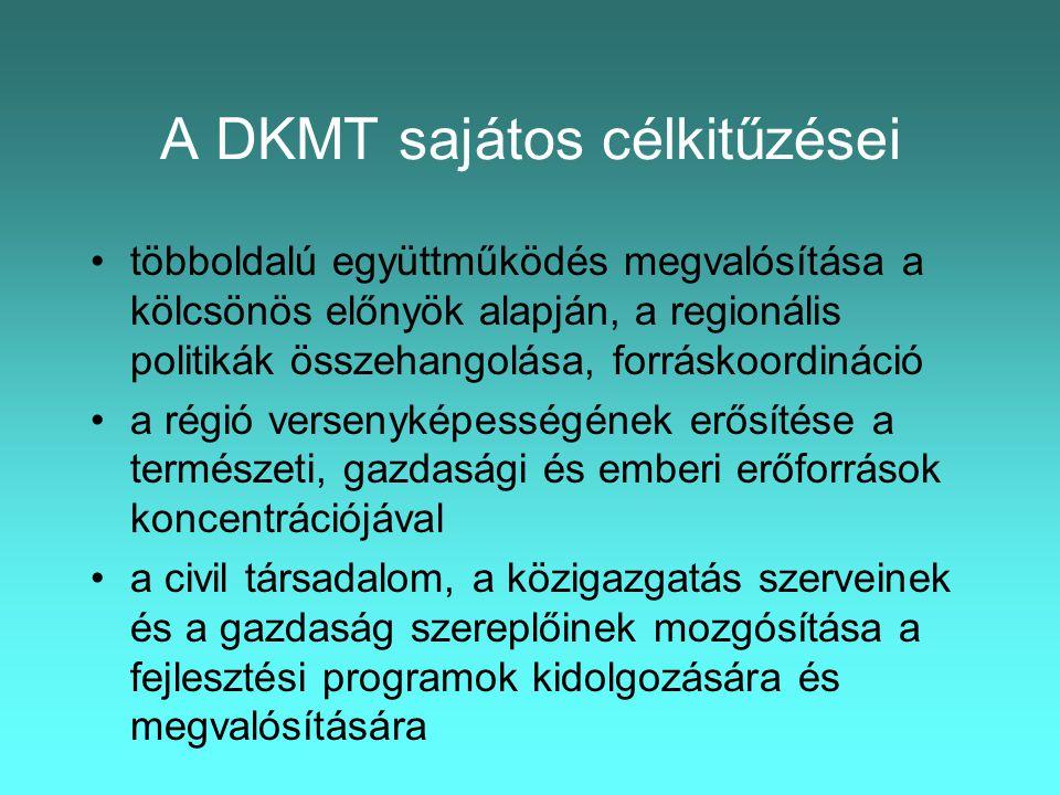 A DKMT sajátos célkitűzései •többoldalú együttműködés megvalósítása a kölcsönös előnyök alapján, a regionális politikák összehangolása, forráskoordináció •a régió versenyképességének erősítése a természeti, gazdasági és emberi erőforrások koncentrációjával •a civil társadalom, a közigazgatás szerveinek és a gazdaság szereplőinek mozgósítása a fejlesztési programok kidolgozására és megvalósítására