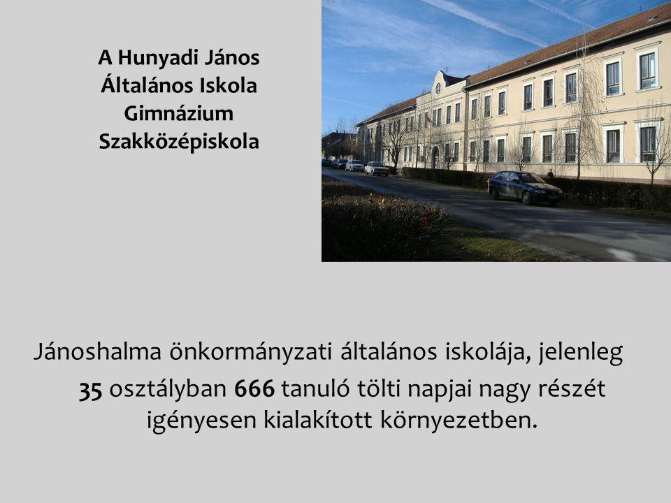 Jánoshalma önkormányzati általános iskolája, jelenleg 35 osztályban 666 tanuló tölti napjai nagy részét igényesen kialakított környezetben.