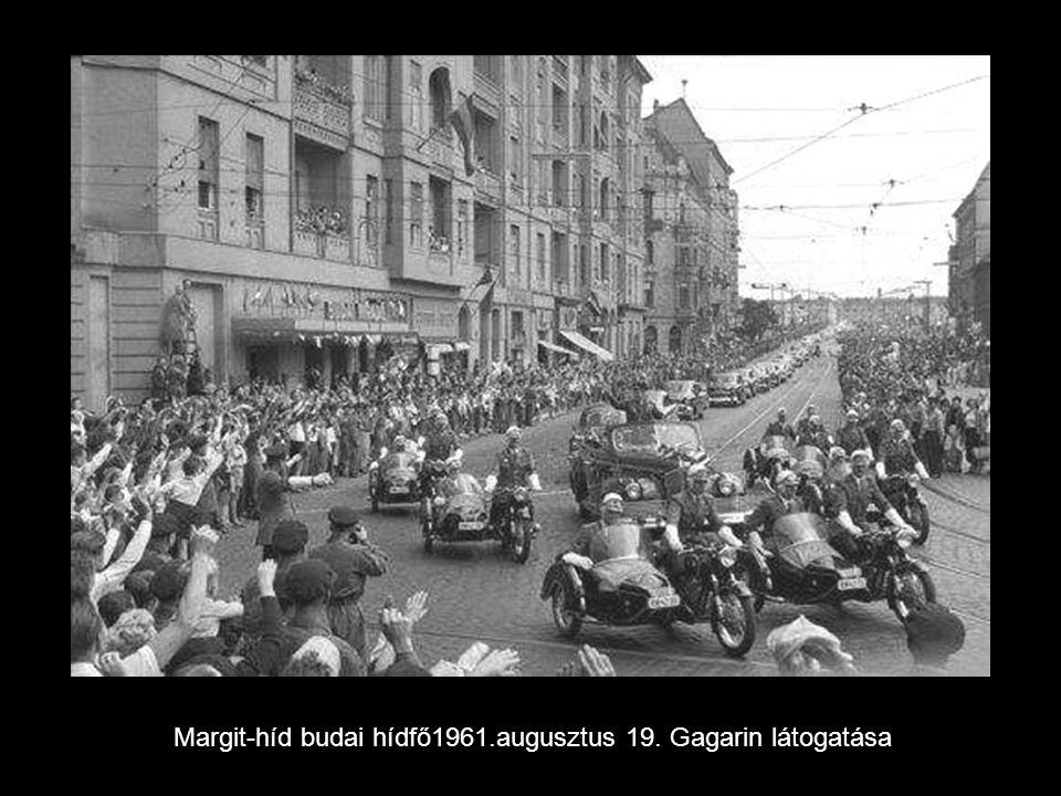 Pillanatkép a Rákóczi útról 1959