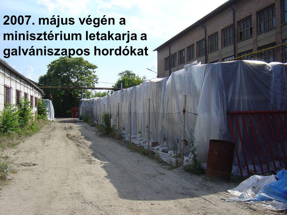 2007. május végén a minisztérium letakarja a galvániszapos hordókat