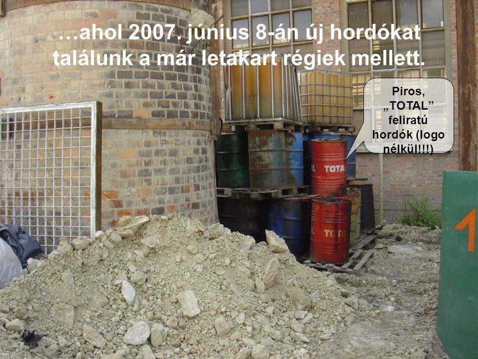 """…ahol 2007. június 8-án új hordókat találunk a már letakart régiek mellett. Piros, """"TOTAL"""" feliratú hordók (logo nélkül!!!)"""