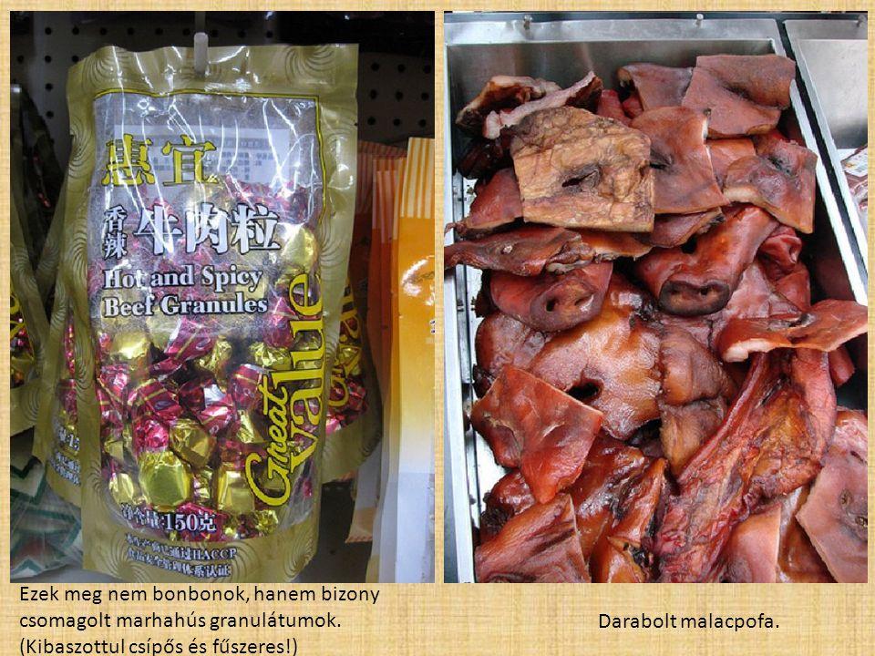 Ezek meg nem bonbonok, hanem bizony csomagolt marhahús granulátumok. (Kibaszottul csípős és fűszeres!) Darabolt malacpofa.