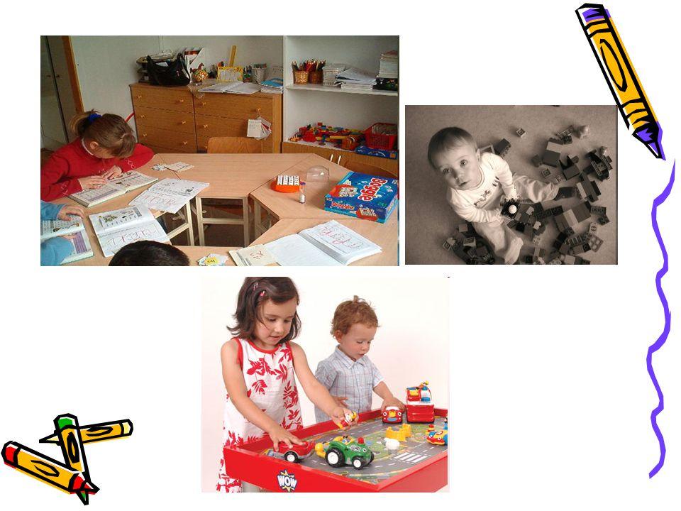 Játék szerepe a gyermekek életében •Evolúciós megfigyelés: minél fejletlenebb idegrendszerrel születnek egy faj gyermekei, annál többet játszanak gyermekkorukban  fontos szerep az idegrendszer érésében, fejlődésében •A gyermekeknek játéktérre van szükségük.