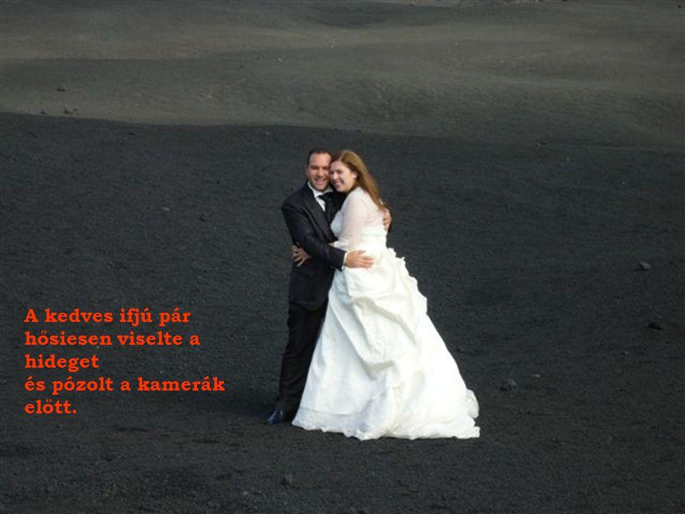 Szicíliai népszokás: esküvő után az ifjú pár tiszteletét teszi az Etnán.
