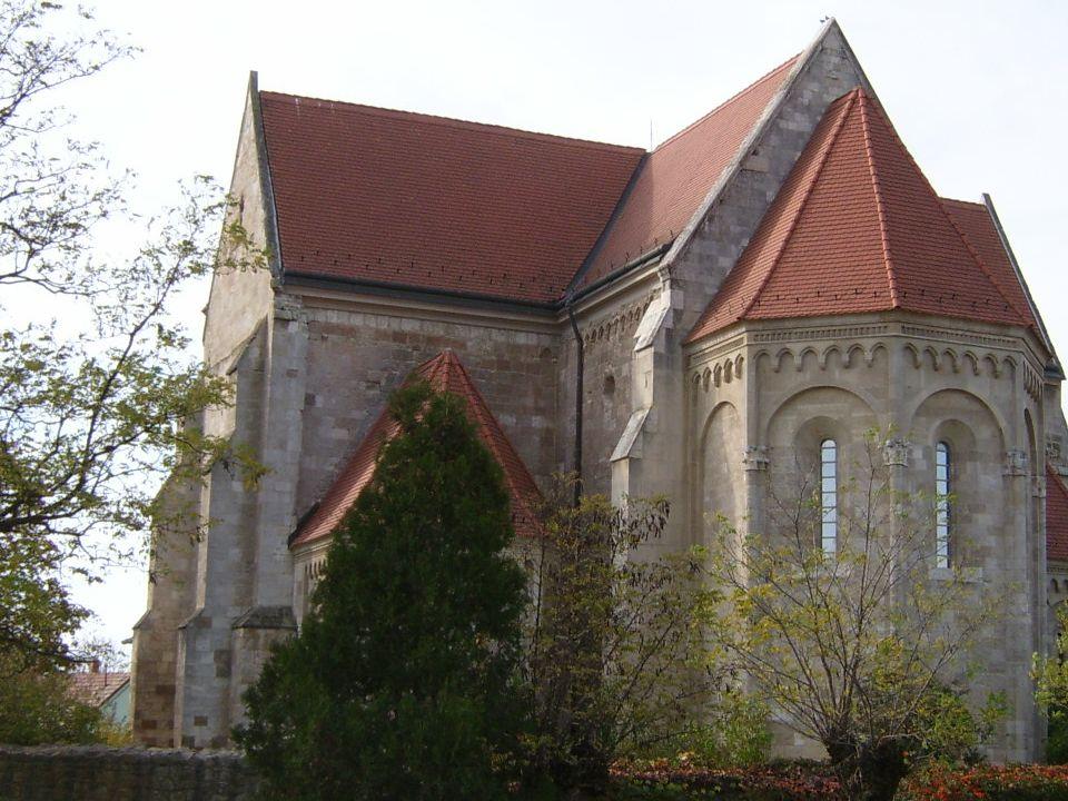 Oklevelekből sejthető, hogy Ócsa 1264- ig királyi birtok volt, a XII-XIII.