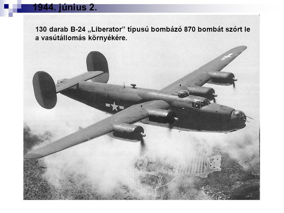 """130 darab B-24 """"Liberator típusú bombázó 870 bombát szórt le a vasútállomás környékére."""