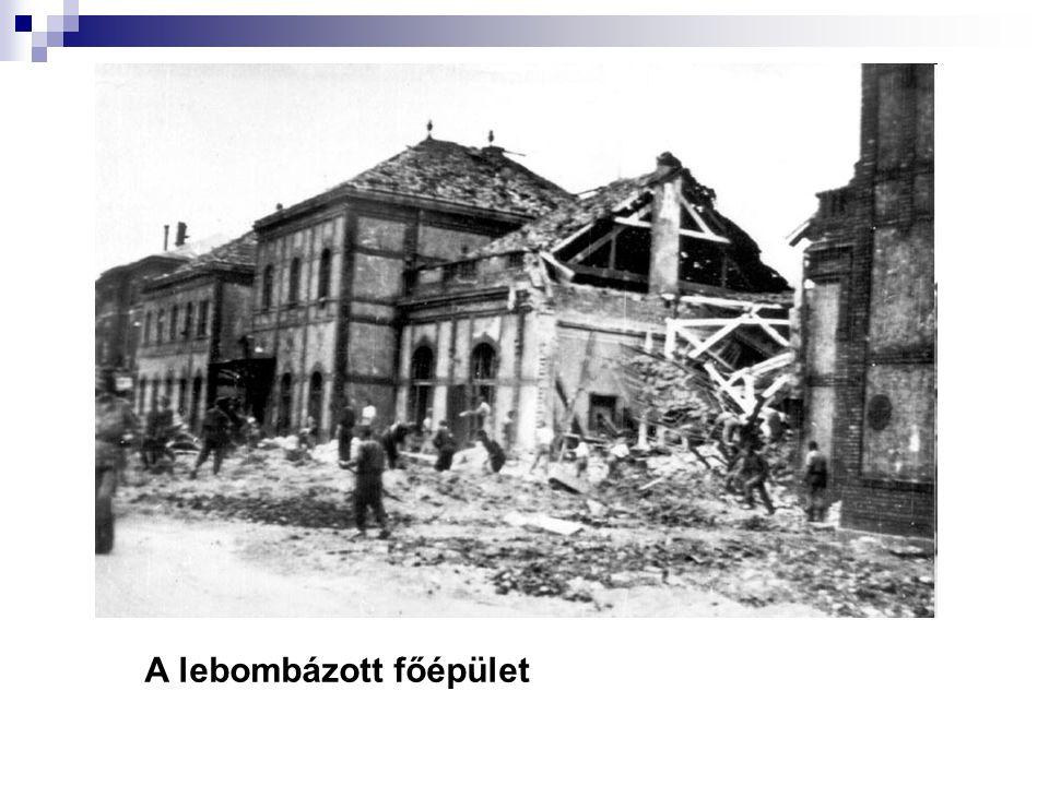 A lebombázott főépület
