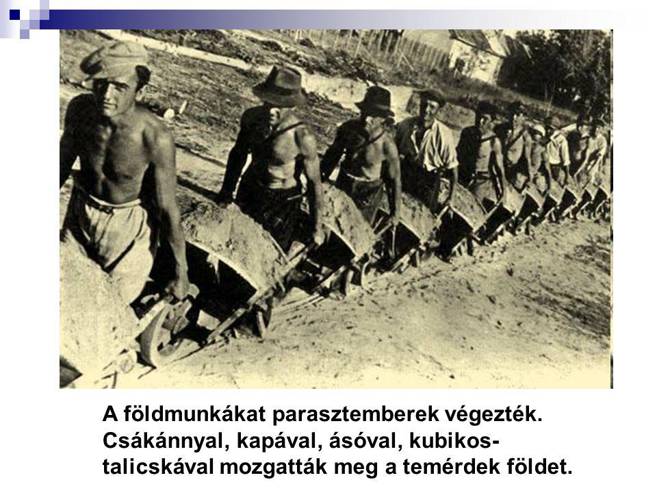 A földmunkákat parasztemberek végezték.