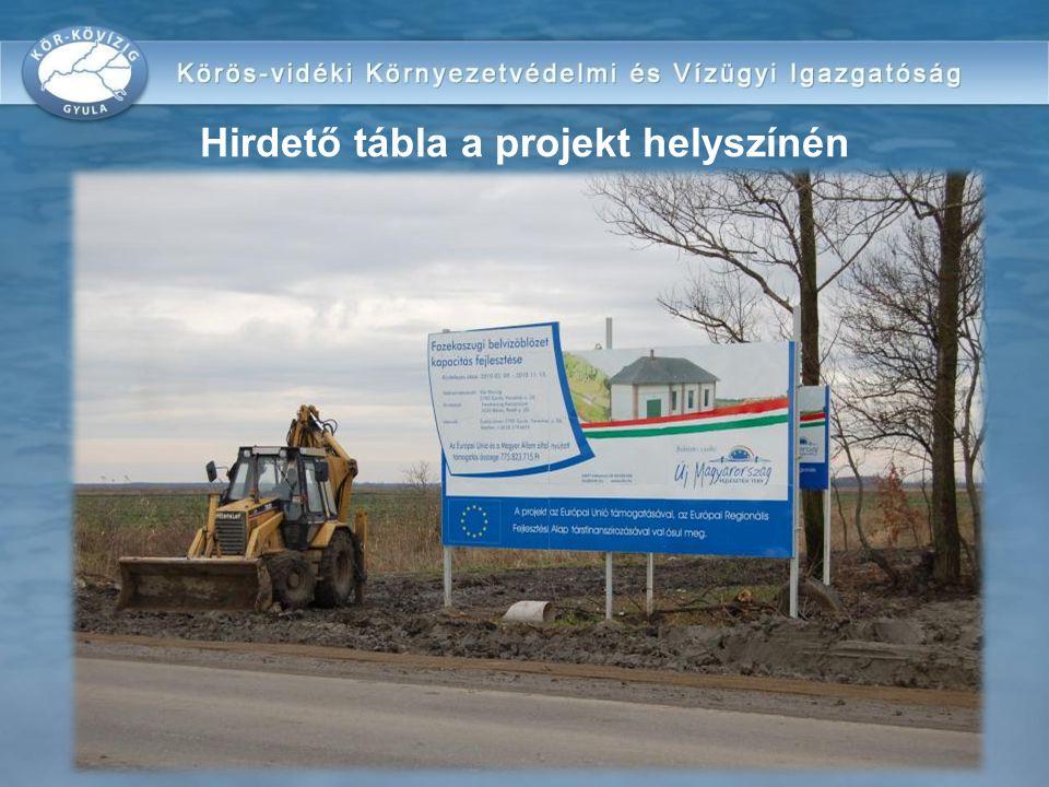 Hirdető tábla a projekt helyszínén