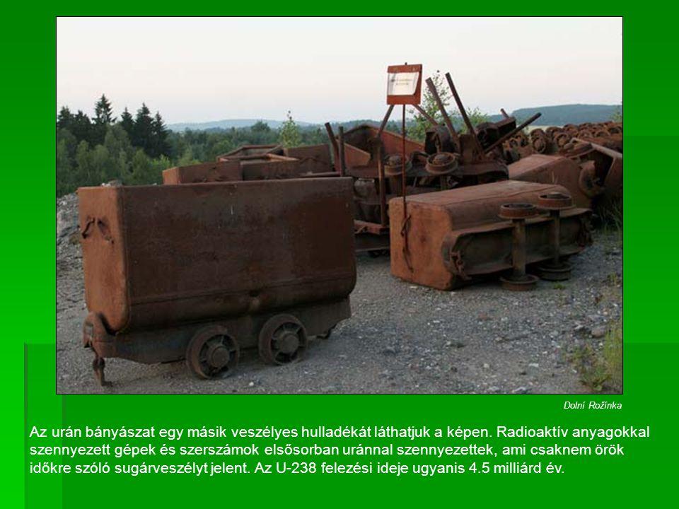 Az urán bányászat egy másik veszélyes hulladékát láthatjuk a képen. Radioaktív anyagokkal szennyezett gépek és szerszámok elsősorban uránnal szennyeze