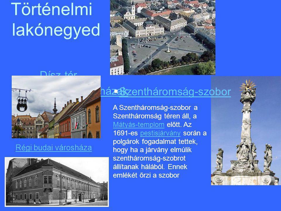–Dísz térDísz tér –Gótikus lakóházakGótikus lakóházak Történelmi lakónegyed A Szentháromság-szobor a Szentháromság téren áll, a Mátyás-templom előtt.