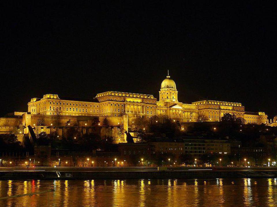 Története: •IV.Béla a mongol/ tatárjárás után kezdte meg a Budai vár építését védelem céljából.